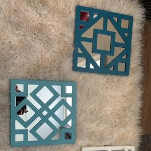 Square mirror decor